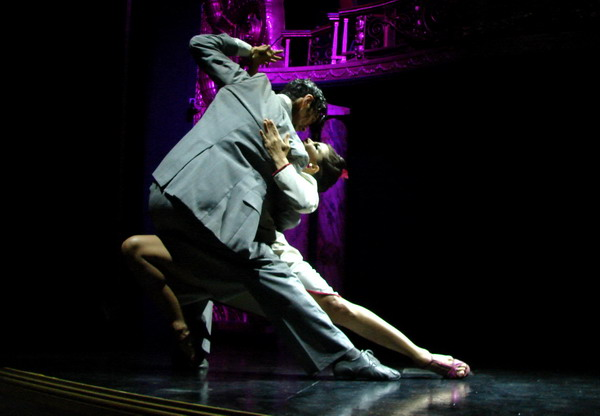 Esquina Carlos Gardel Dinner Show Tango couple final pose